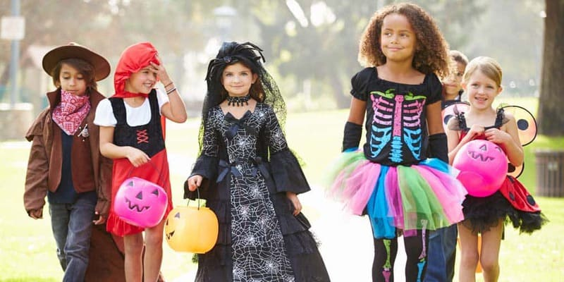 Easy Costume Ideas for Busy Moms
